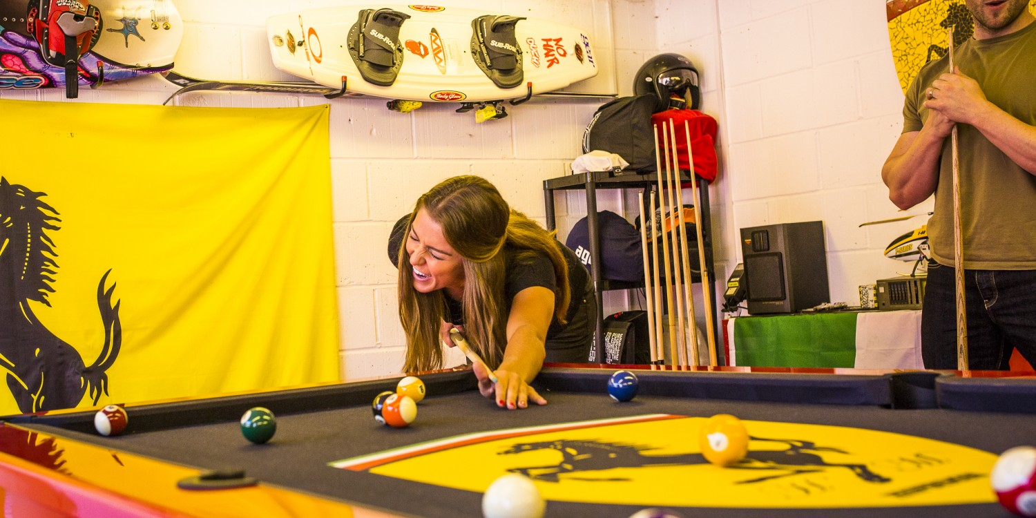 Pool table buyer's guides